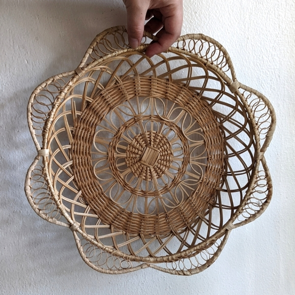 Vintage 70s woven flower basket wall hanging